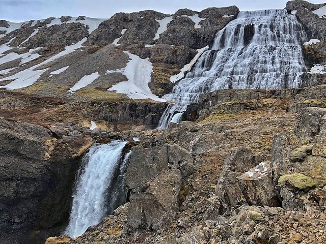 Dynjandi es una de las cascadas más bonitas e imprescindibles de Islandia