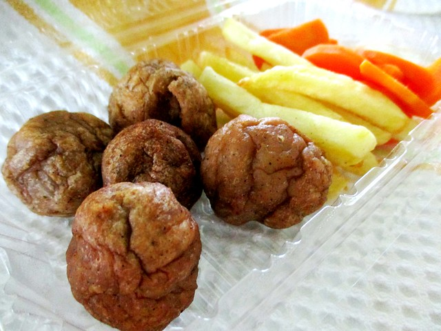 Pack of meatballs with fries & carrot