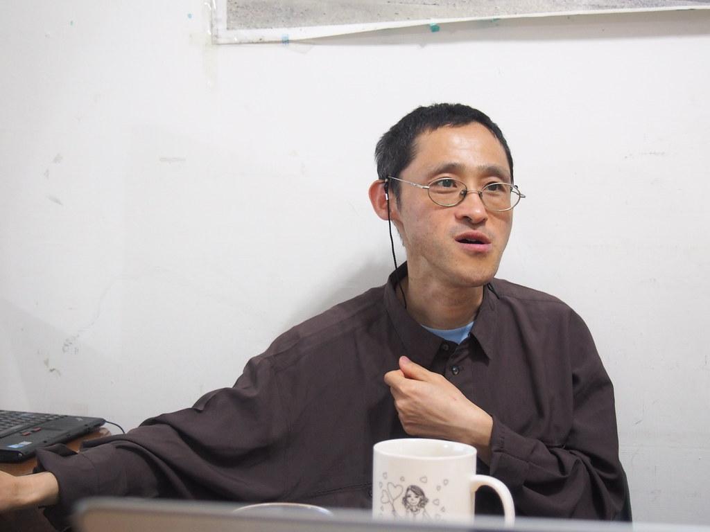 看守台灣協會秘書長謝和霖,提出台灣回收率美名的假象。攝影:陳宣竹。