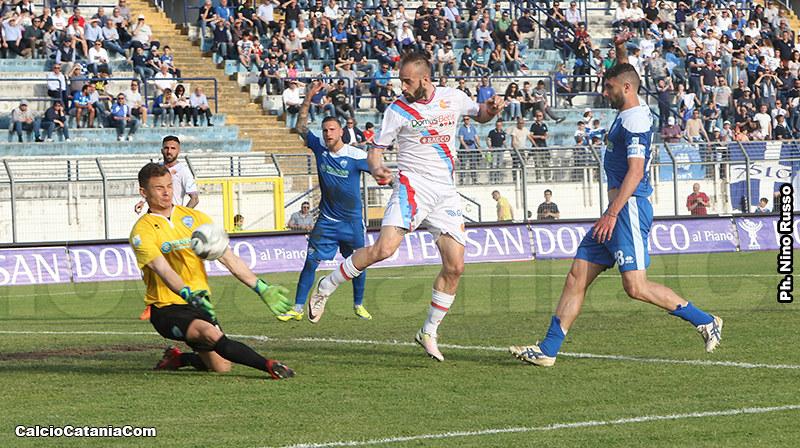 Davis Curiale in azione nell'ultimo Matera-Catania