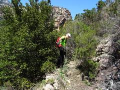 Exploration du chemin partant du piton rocheux vers la brèche au NW