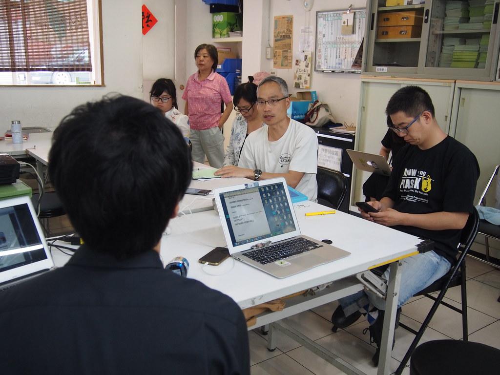 與青瓢進行交流,綠色人物分享自身的經驗,並提出寶貴的建議。攝影:陳宣竹。