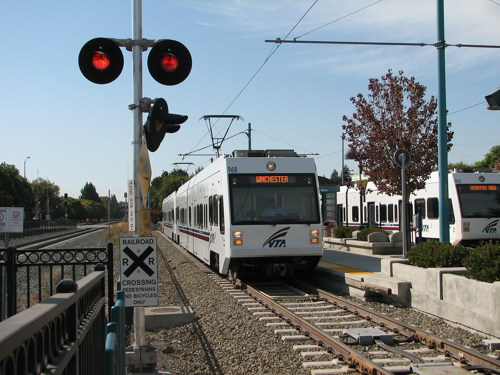 ... VTA Light Rail In Mountain View | By Lazytom