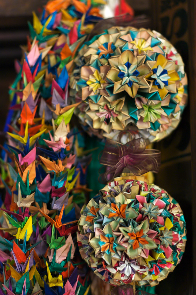 paper cranes and two origami balls | Some offerings made ...