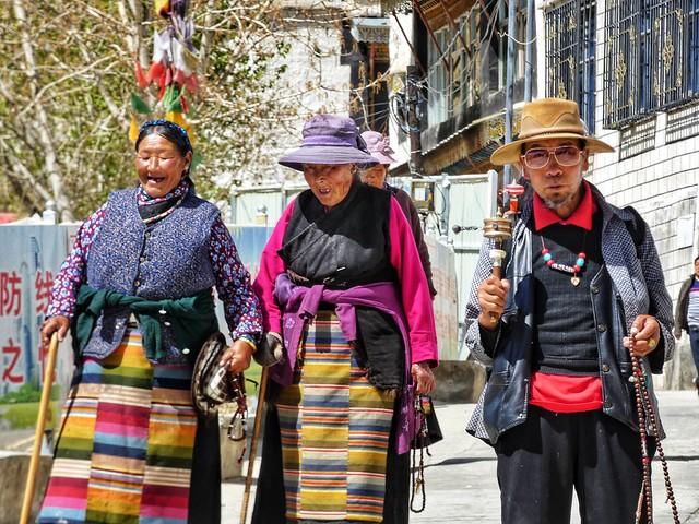 Tibetanos en Shighatse (Tíbet)