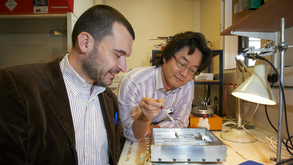 Drs. Narduzzo & Takashina demonstrate their Leidenfrost Maze