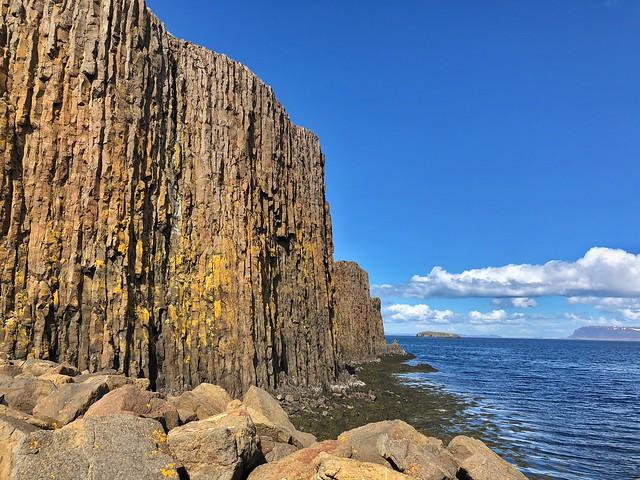 Sugandisey, el islote de basalto de Stykkisholmur en Snaefellsnes (Islandia)