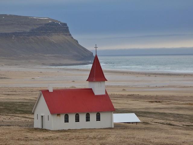 Iglesia de Breidavík cerca de Látrabjarg (Islandia)