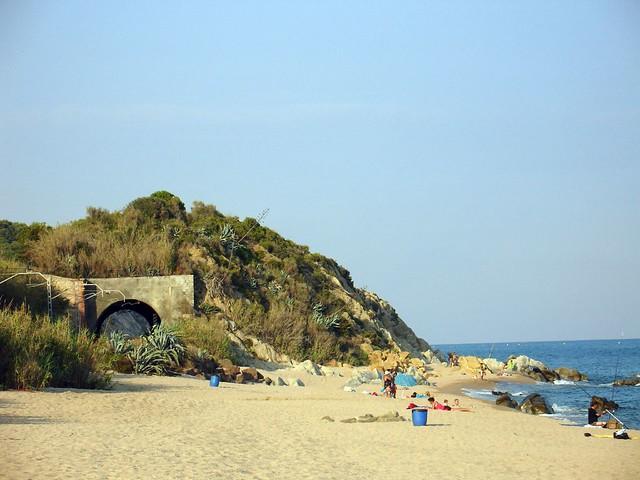 Canet de mar beach the beach of canet de mar near for Piscina canet de mar