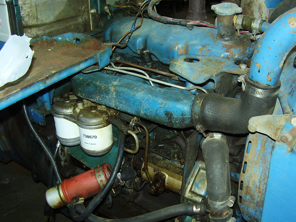 Ford 3 Cyl Diesel : Ford with cylinder diesel engine closeups for