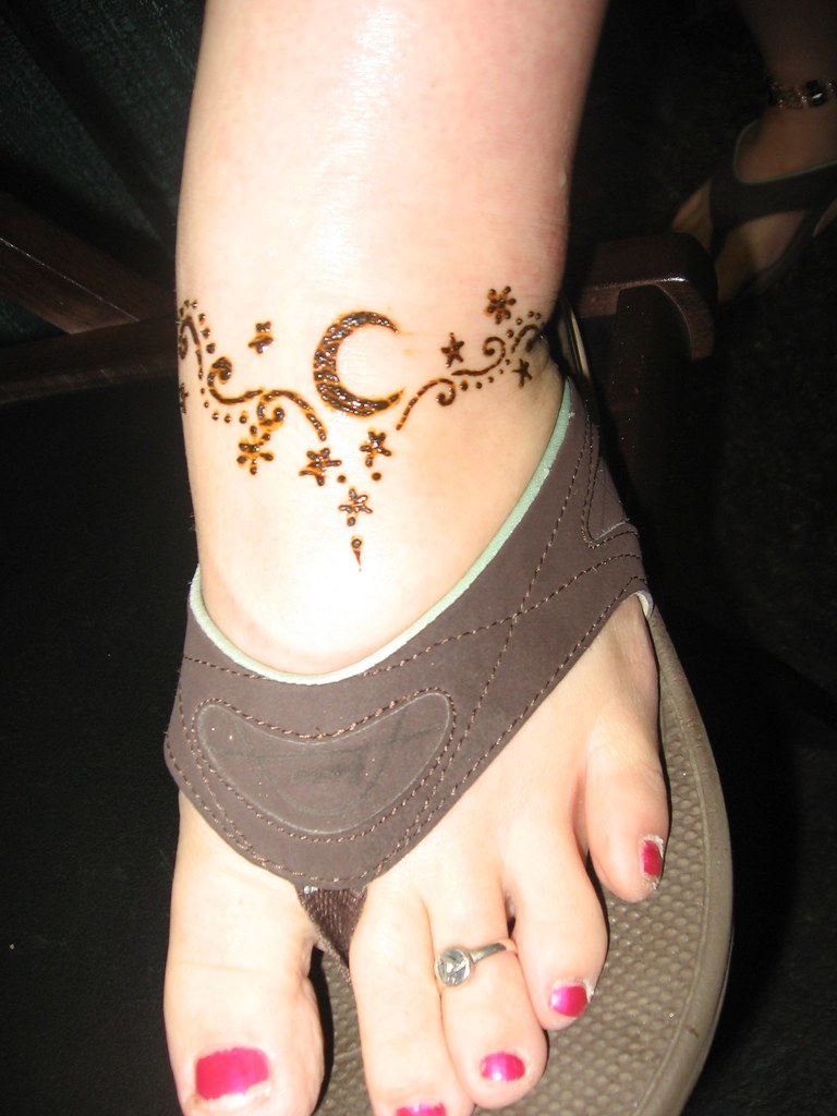 Health Expo Simple Moon Stars Foot Henna Done By Me At Ric Flickr