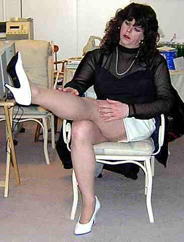 Lesbian Fondle Straight Woman Sitting In Resturant