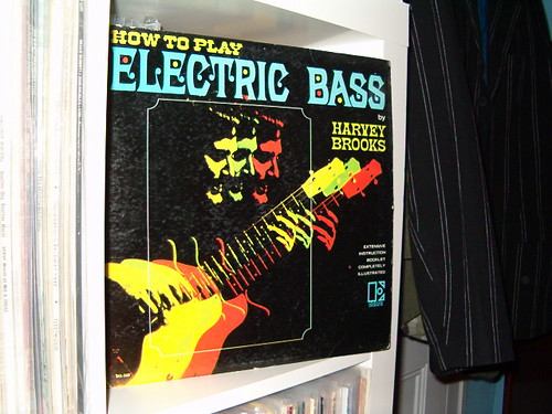 how to play electric bass