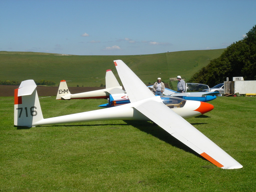 Panoramio - Photo of Glider Standard Libelle H201b Ready for launch