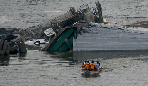 Minneapolis I-35W Bridge Collapse Boat | by Tony Webster