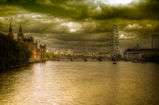 London | by daveograve@