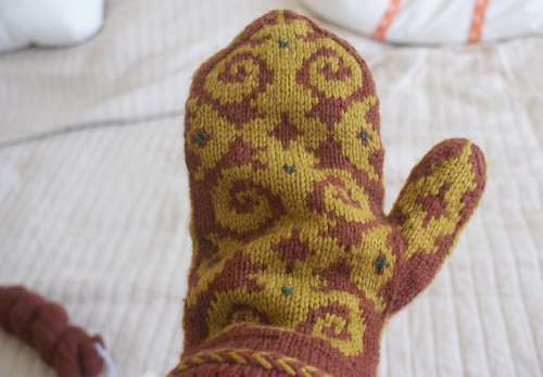 Flocked Mitten: Finished exterior | by QueenieVonSugarpants