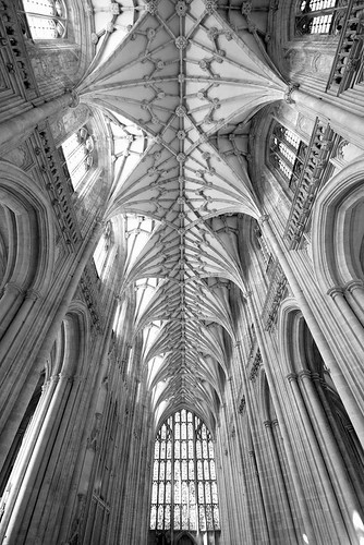Winchester nave | by Stringendo