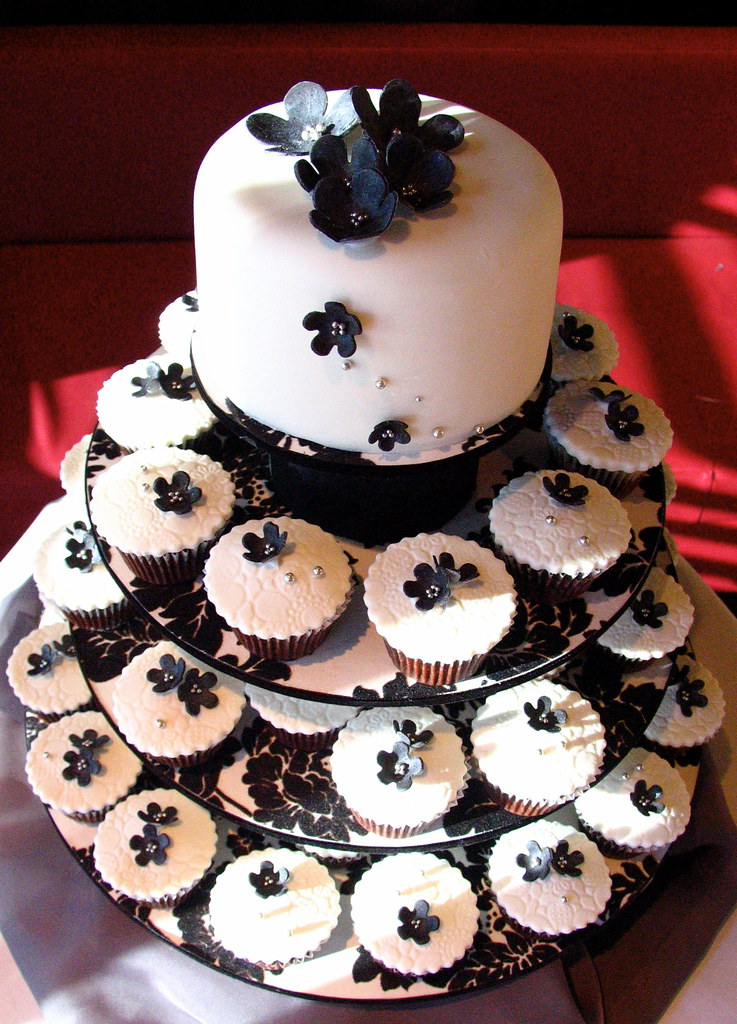 Black & White Wedding Cupcakes | Wedding cupcakes....Black a… | Flickr