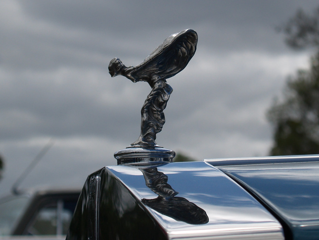rolls royce hood emblem | rolls royce hood emblem at the 200… | flickr