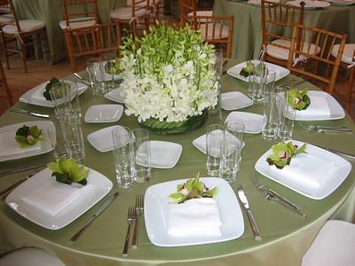 Dinner Party Table Setting Inside L\'Olivier\'s shop | Flickr