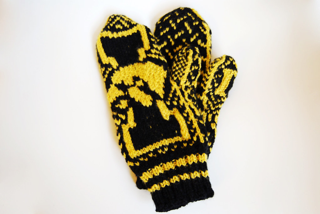 Iowa Hawkeye Mittens I Made These For My Little Sisters B Flickr