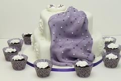 Hochzeitstorte Lila Mit Cupcakes Www Suess Und Salzig De Flickr