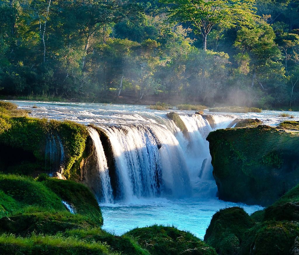 agua cayendo en Las Nubes, Chiapas