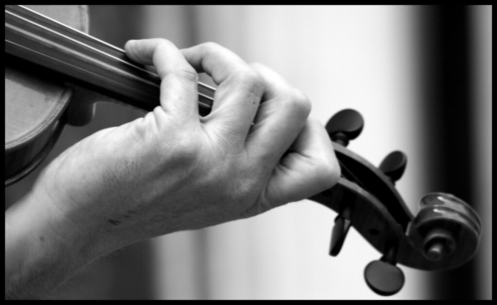 Risultati immagini per vecchio violino