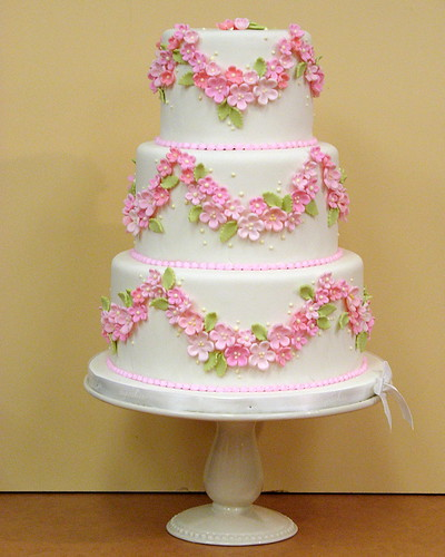 New Beautiful Cake Images : Rose Garland I think Marie Antoinette would have liked ...