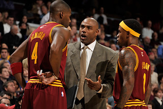 Assistant Coach Paul Pressey goes over the next play with Antawn and Booby | by Cavs History