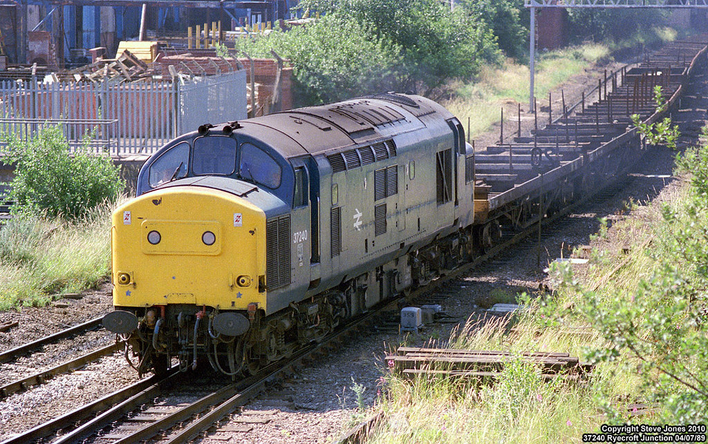 ... 37240 at Ryecroft Junction   by Tutenkhamun Sleeping