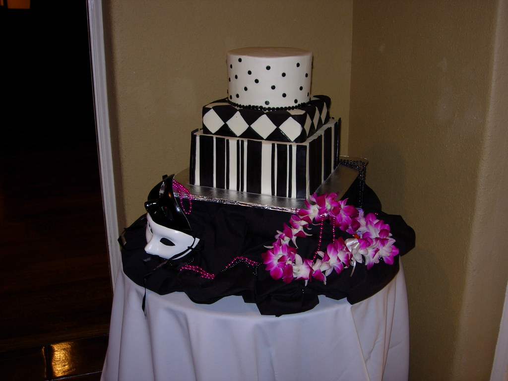 Mardi Gras wedding cake | funky and fun black and white them… | Flickr