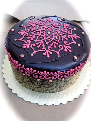 How To Put A Chocolate Ribbon Through Cake