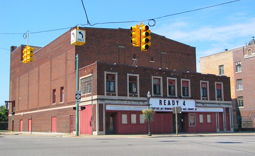 the ready theater this movie theater in niles michigan