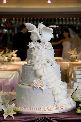 Chicago Wedding Swan Cake Remind me to get the name of t Flickr