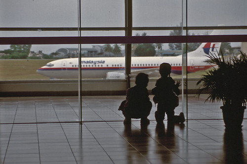 Children looking at taxiing airplane | by thaths