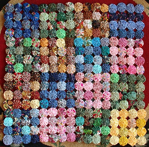 suzyhomemakers mini quilt is done 256 yoyos | by sunshine's creations
