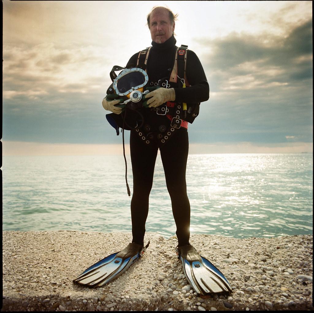 Italians   Andrea Salvotti, operatore subacqueo, molo frangi…   Flickr
