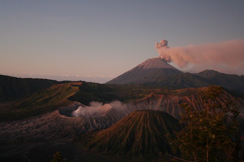Un-earthy jaw-breaking view on the Bromo Volcano (Java) | by some.body