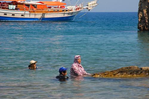 Donne al bagno women bathing in olympos turkey - Ragazze al bagno ...