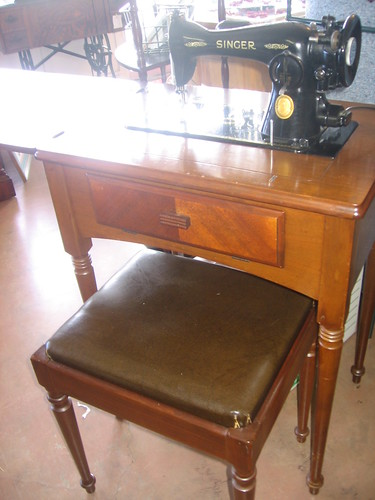 Sold Vintage Singer Sewing Machine Model 15 91 Cabinet