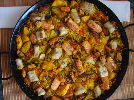 Paella de pescado y pollo pimiento en tiras br coli - Paella de pescado ...