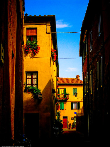 Side street, Pienza, Tuscany, September 2006 | by Conlawprof
