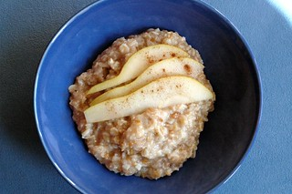 oatmeal with pears, cinnamon, and a dash of maple syrup | by sassyradish