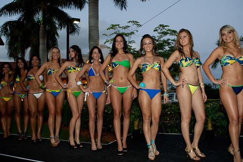 bikini coconut contest