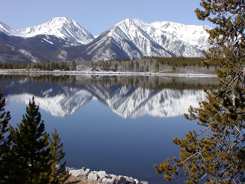 Twin lakes the breathtaking natural beauty of colorado s for Twin lakes fishing report