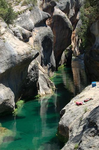 Poza natural en el j car pozas naturales en el curso del for Piscinas naturales de cuenca