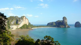 rai leh as seen from the summit of eagle wall, krabi | by hopemeng