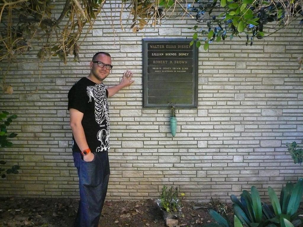 Me with Walt Disneys grave Forest Lawn Glendale Los An  Flickr